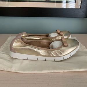 NEW Salvatore Ferragamo Gold Flats
